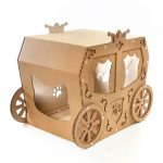Carriage Cardboard Cat House front top left – true aristo-cat in a fairy tale